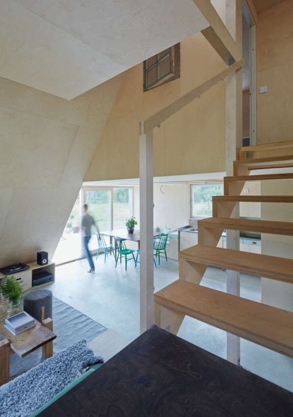 casa en forma triangular 11